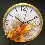 Ruusujen aika -kellossa kokeilin pysyykö Gel Mediumilla kiinnitetyt tuotteet suoraan lasissa. Kyllä pysyvät.